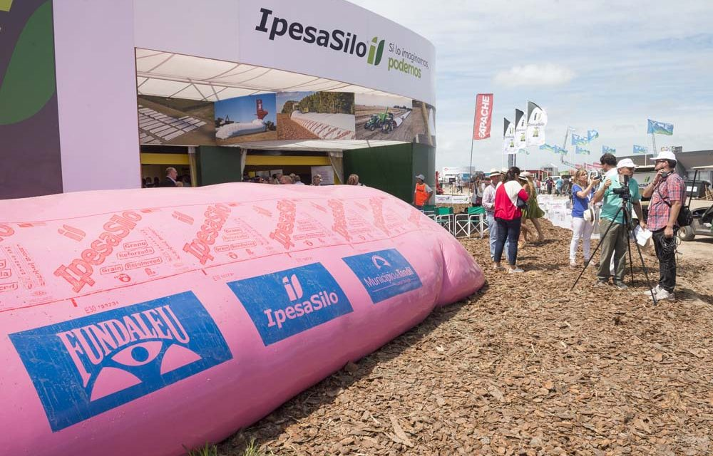 <span style='color:#e57026;font-size:15px;'>Más de 10.000 mil silobolsas rosa vendidas</span><br/><span></span><p/>«Abrazo solidario al campo argentino»